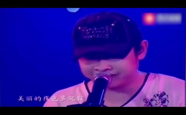 刀郎演唱会深情演唱了一首《草原之夜》,痴迷刀郎的嗓音!