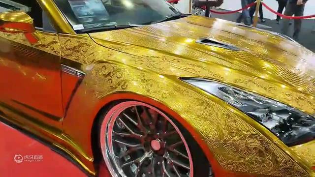 迪拜王子黄金战车出行, 数辆揽胜前后包围