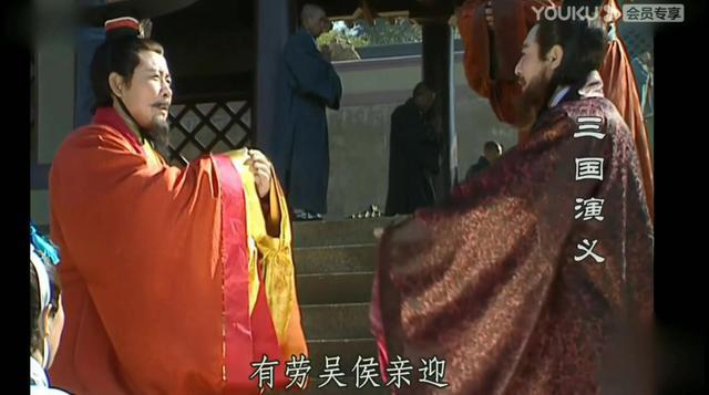 三国演义:刘备和孙权用剑砍石头,两人彼此惺惺相惜!