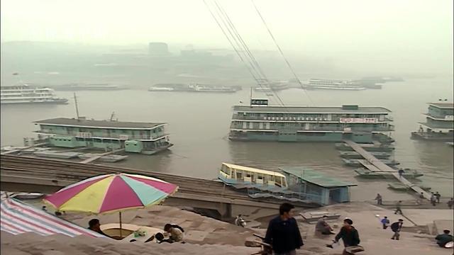 震撼!!新旧照片对比,带你看重庆三十年翻天覆地变化!