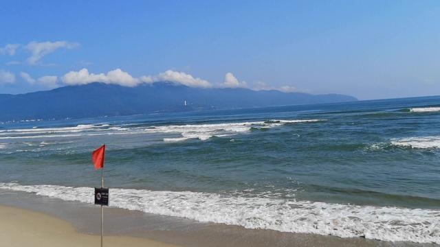 去越南岘港美溪沙滩,全球最美海滩之一,摩托艇降落伞真的好玩。