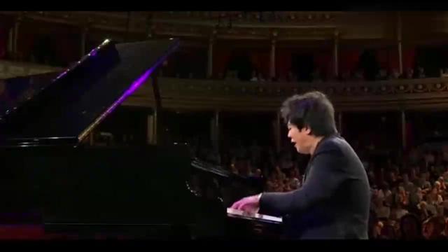 13岁郎朗德国比赛视频,钢琴前慷慨激昂的演奏,获得全场欢呼!