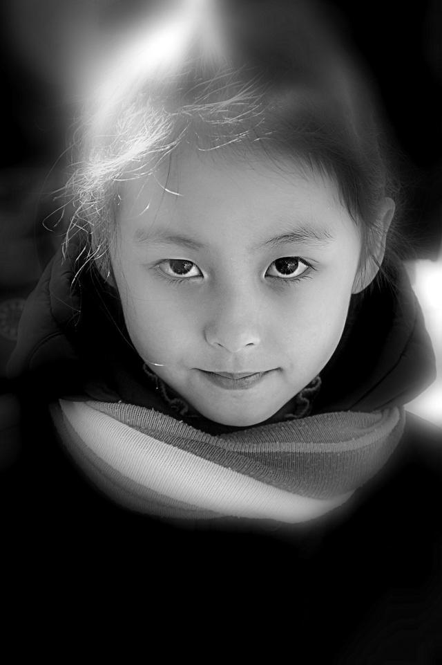 对比之美过渡之美极简之美,黑白儿童照张张动人心
