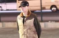 吴亦凡素颜现身机场,帽子戴得很低,他是在掩饰什么呢?