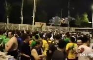 有球迷晒视频显示,国安球迷赛后围堵通道京骂问候恒大远征军