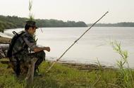 资深驴友教你漂泊荒原怎么自制渔具钓大鱼