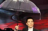 萧敬腾一拿话筒就下雨,网友:他可能这辈子都没见过晴天
