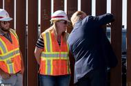 特朗普在美墨边境墙上签名 自夸:这是世界级的安全系统
