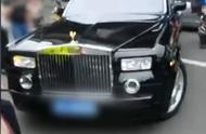 曝成都一外卖小哥撞上劳斯莱斯,餐食洒满车身 保险业内人士:车损可能在100万左右
