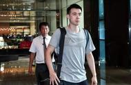 中国男篮启程返京,球迷热情送别,球员保持沉默,姚明的脸色凝重
