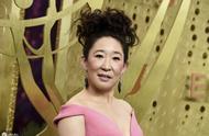 华裔女星吴珊卓亮相艾美奖,犀利爆炸头下巴高扬,别致东方美吸睛