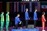 美击剑运动员领奖台上单膝跪地,美国运动员偏爱的动作有何含义?