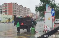 台风中最美身影,环卫工人风雨中坚守