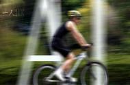 一年前我写过无人驾驶自行车的文章,现在国家居然实现了