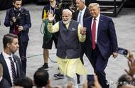 """特朗普莫迪""""手拉手""""5万印度人欢呼声震撼体育场"""
