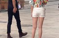 街头偶遇林更新,有谁注意身旁的女生?身材、个子很般配