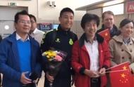 武磊拒绝在国旗上签名!球迷:不纹身不泡吧,坐地铁,绝对榜样