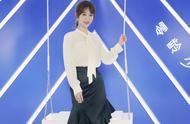 杨紫最新活动照,雪纺衫配鱼尾裙优雅甜美,瘦身成功更美了