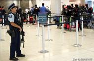 【新西兰达尼丁国际机场出现可疑包裹,拆弹专家赶赴现场】澳洲都市报3月17日讯  当地时间今天晚上8点10分,新西兰达尼丁国际机场(Dunedin Airport)报告出现可疑包裹,警方随后关闭机场,实