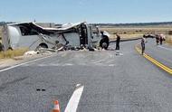 突发!中国旅游团在美国遇翻车事故 至少4人死亡