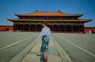江一燕早秋故宫大片:红砖青瓦小白鞋,宛如一幅风景画