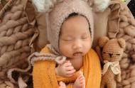 邹市明冉莹颖办百日宴,晒三胎儿子正面照,哪吒造型超可爱