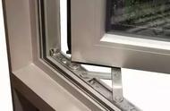 家里的窗户总是关不严实,一招教你解决