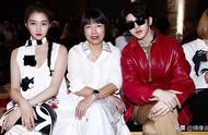 2020米兰时装周:关晓彤和蔡徐坤并排坐,有一人的造型像中学生
