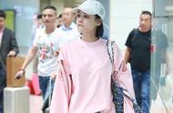 浪漫之春,马思纯吴谨言用一件粉色卫衣,给你如沐春风的感觉
