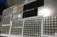 男子腰腹绑21台iPhone腿缠344个CPU,入境深圳被查