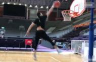 郭艾伦晒花式扣篮视频:摊牌了 我是灌篮高手