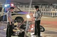 黄龙大桥上摩托车与电动车夜间相撞 骑摩托车男子当场死亡