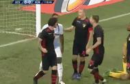 惊险!欧联赛场爆发大规模冲突 裁判被烟花砸伤