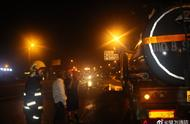 四川乐山一载有浓盐酸的罐车发生泄漏,已联系专业人员处置