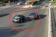 路怒司机开斗气车!街头相互追逐失控撞飞电动车 骑车人当场死亡