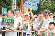 香港市民:在英国示威者向警队扔砖头 随时坐牢