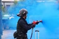 """香港警方要用""""新装备"""",暴徒的雨伞口罩不管用了"""