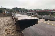 受强降雨影响 密云一桥梁被冲毁