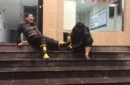台风模糊不了最美身影!宁波民警雨中脱鞋成风中最动人一幕