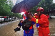 台风天九旬老人回家受阻 消防及时救助