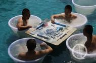 """重庆各大水上乐园抢""""高温经济""""也是拼了:超大冰棍试一试?还能在冰桶里打麻将"""
