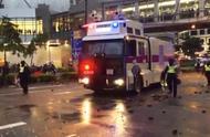 示威者投掷汽油弹 香港警方释放催泪弹并首次出动水炮车