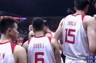 姚明在更衣室与男篮队员一一击掌:全靠自己!全靠自己