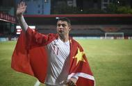 世界杯预选赛:归化球员艾克森梅开二度 身披五星红旗谢场