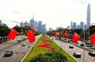 五星红旗迎风飘扬!深圳街头的节日气氛你感受到了吗?