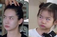 戚薇3岁时照片曝光,和lucky一模一样,拍照姿势如复制粘贴