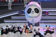 """北京冬奥会吉祥物揭晓 主创揭秘""""冰墩墩""""诞生记"""