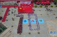 深圳香港青少年共升国旗 并高唱国歌