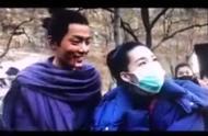 《诛仙Ⅰ》曝光片场拍摄花絮 肖战搂李沁脖子