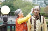 他是爱新觉罗后人,生活中留辫子穿龙袍,为维护血统不与汉人通婚